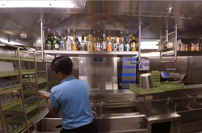 Pointers for Cruise Ship Bar Utility Position | Crew Center