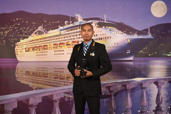 crew member so inspiring with his her achievements that are almost unreal we like to introduce mr jophel ybiosa a photographer on princess cruises