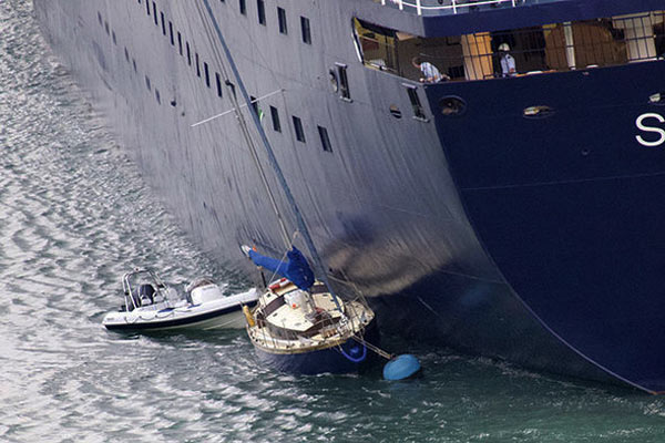 Video: Cruise ship crashes into four yachts in Dartmouth, England