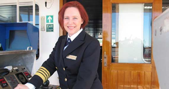cruise-captain-melani