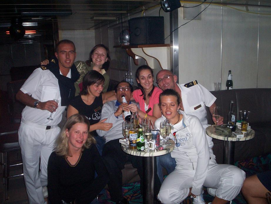 17 Cruise Ship Crew Members Dish The Truth About What ...