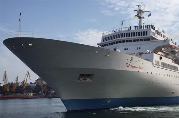 Thomson Spirit Runs Aground In Portimao Portugal Crew Center